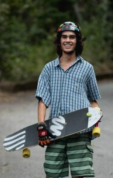 João Gabriel Paulsen com skate